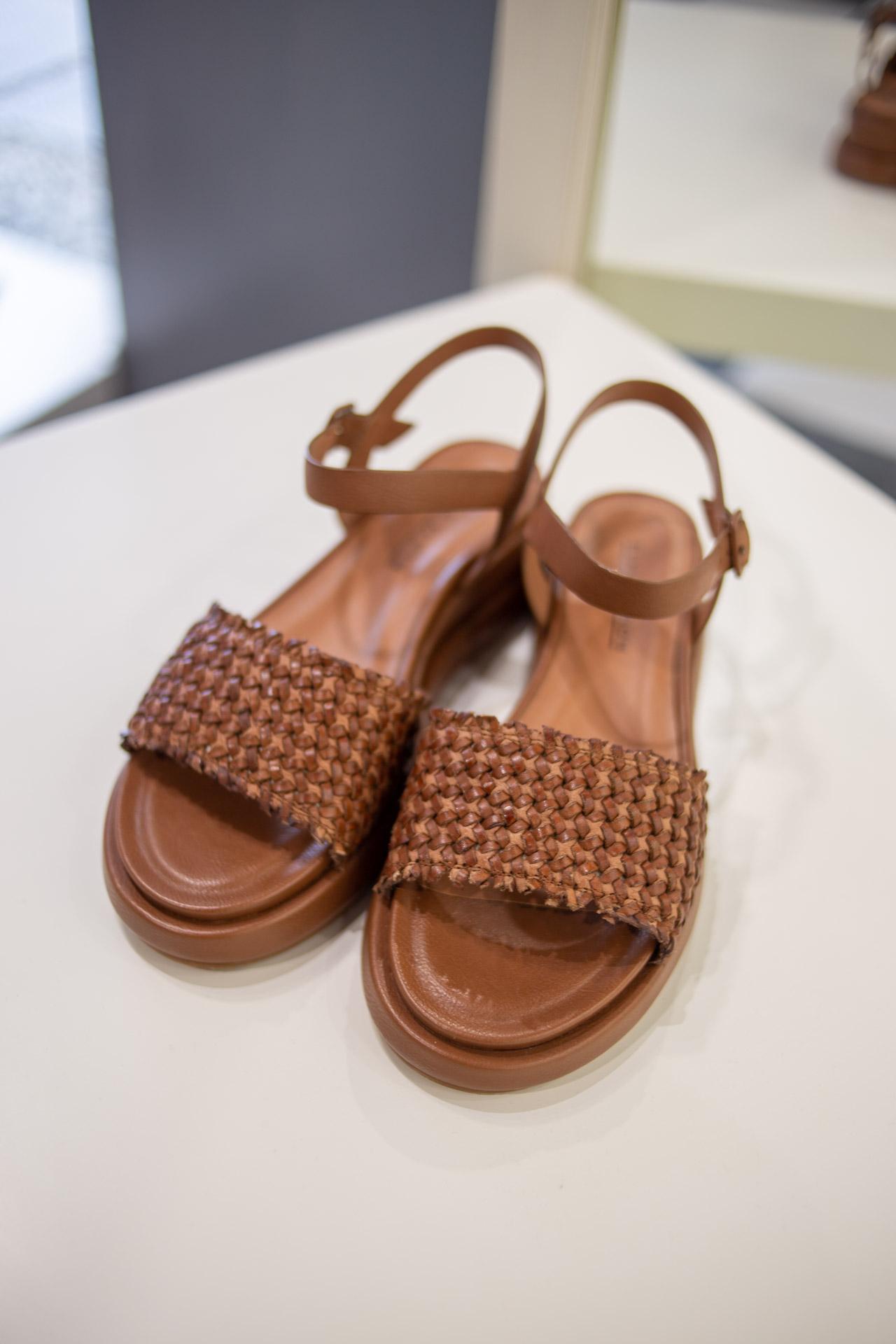 Sandali  marroni intrecciati