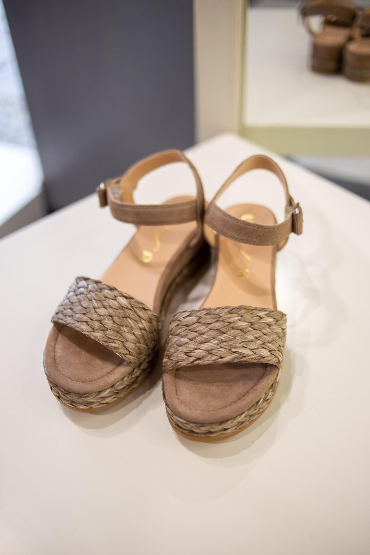 Sandali color sabbia