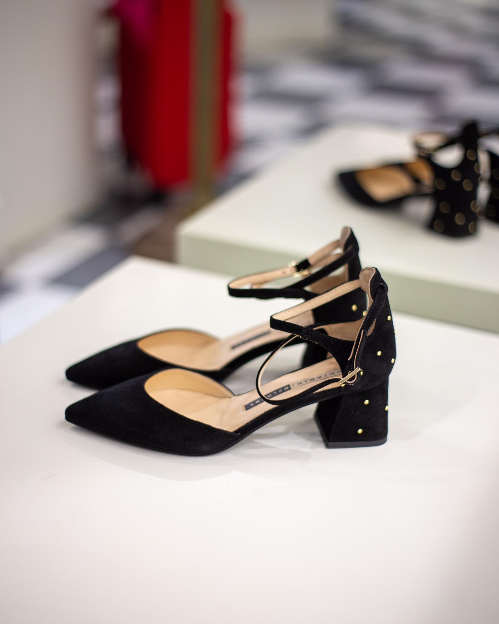 Kitten Heel con borchie eleganti di velluto nero